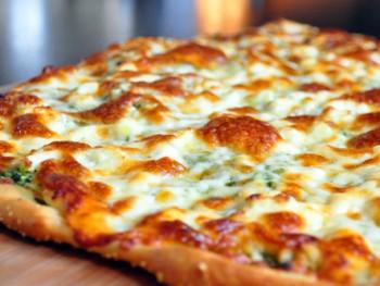 pesto pizza w 3 cheeses