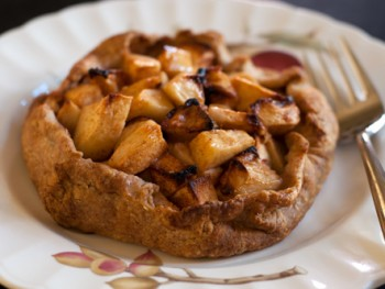 individual apple tart