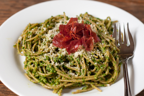 arugula pesto pasta with prosciutto chips 1