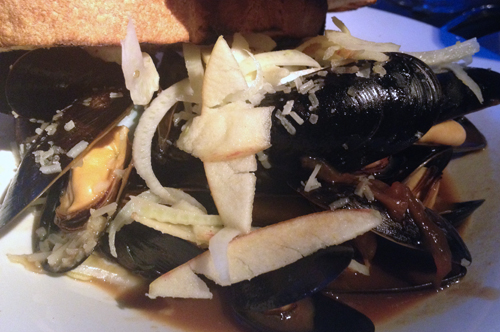 linger denver mussels with apples and gruyere
