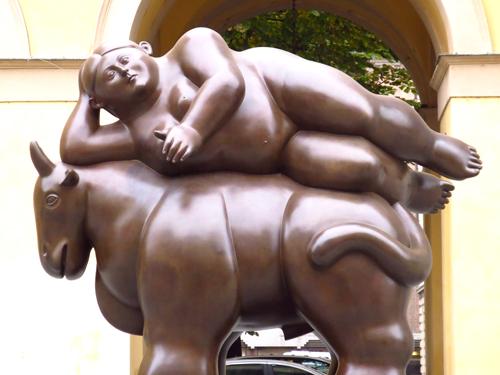 6 fat statue