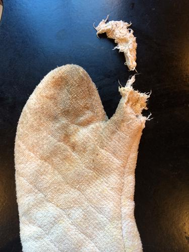 a taste of WA oven mitt