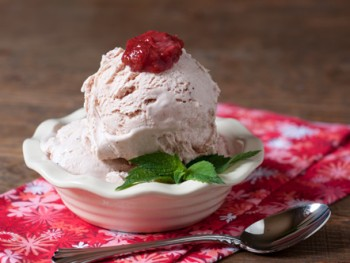 strawberry-rhubarb-ice-cream-gelato-1