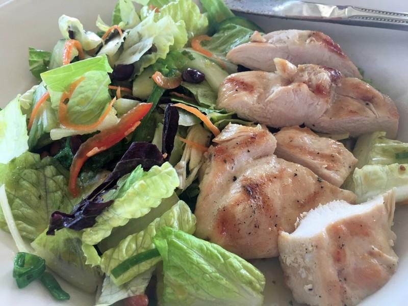 caribbean-bvi-marina-cay-pussers-salad-chicken
