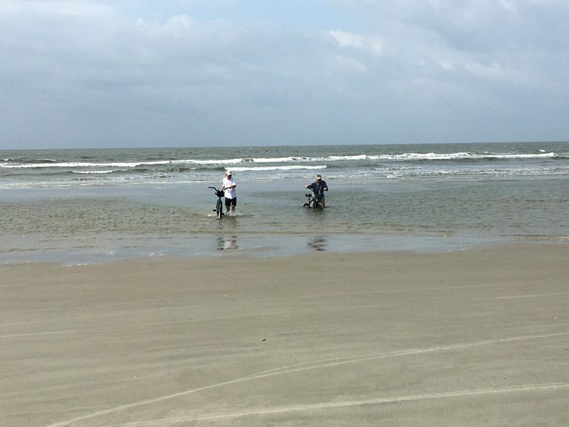 kiawah-16-bikes-through-tide-pool