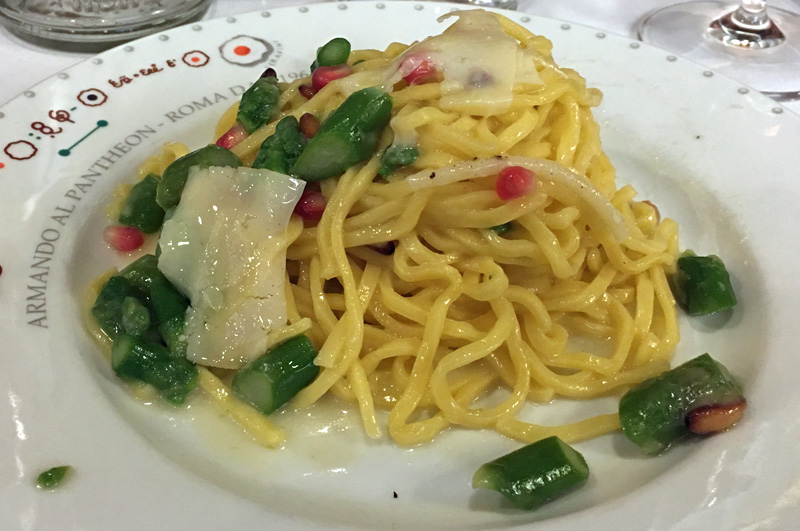 rome-armando-al-pantheon-carbonara-with-asparagus