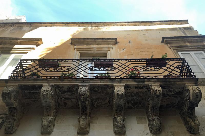 salento-puglia-italy-gargoyles-iron-balcony-lecce