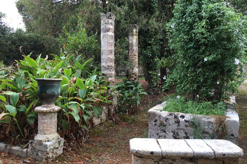 salento-puglia-italy-palazzo-bacile-gardens