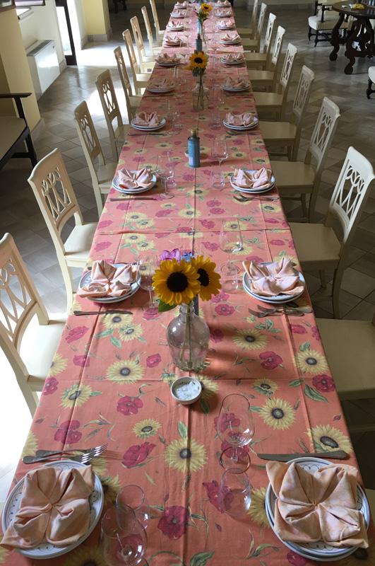 salento-puglia-italy-palazzo-bacile-tabacchi-table