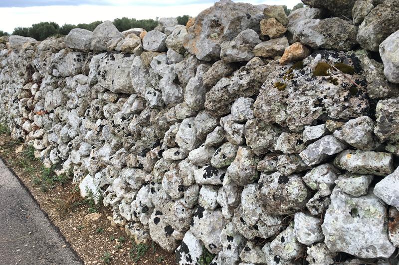 salento-puglia-italy-stone-wall
