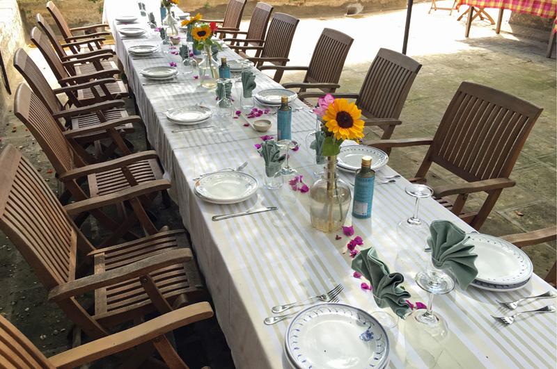 salento-puglia-italy-table-in-loggia-palazzo-bacile